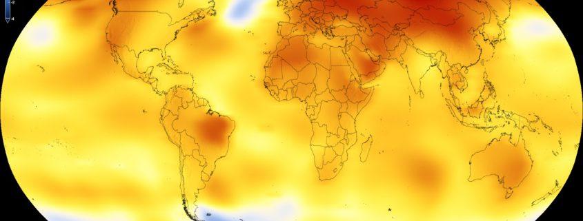 Auf dem Bild ist eine Weltkarte zusehen. Fast alle Flächen sind gelb bis rot eingefärbt. Das bedeutet, dass diese Regionen wärmer geworden sind. Verglichen wurde der Durchschnitt der Erde von 2013 bis 2017 (aktuelle Situation) im Vergleich zu einem weiter zurückliegenden Referenzzeitraum (Durchschnitt der Jahre 1951 bis 1980).